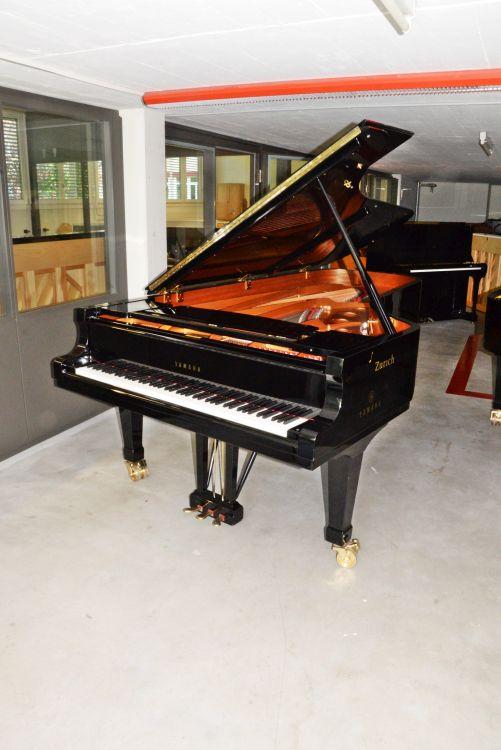 Yamaha CFIIIS, Konzert-Stellungsinstrument von 2001 in Schwarz glänzend